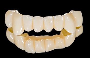 Пластмассовые зубные коронки